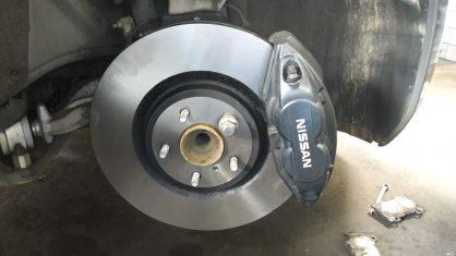 Troca dos discos empenados do Nissan 370Z