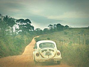 dirigir em estradas esburacadas
