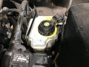 pedal de freio baixo - reservatorio de fluido de freio