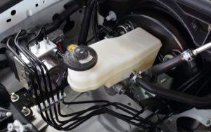 vazamento de fluido de freio
