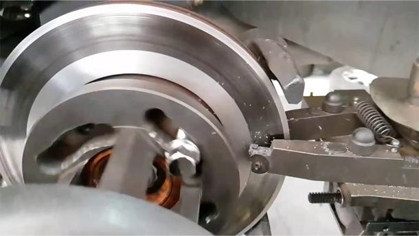 Retífica (ou passes) nos discos de freio